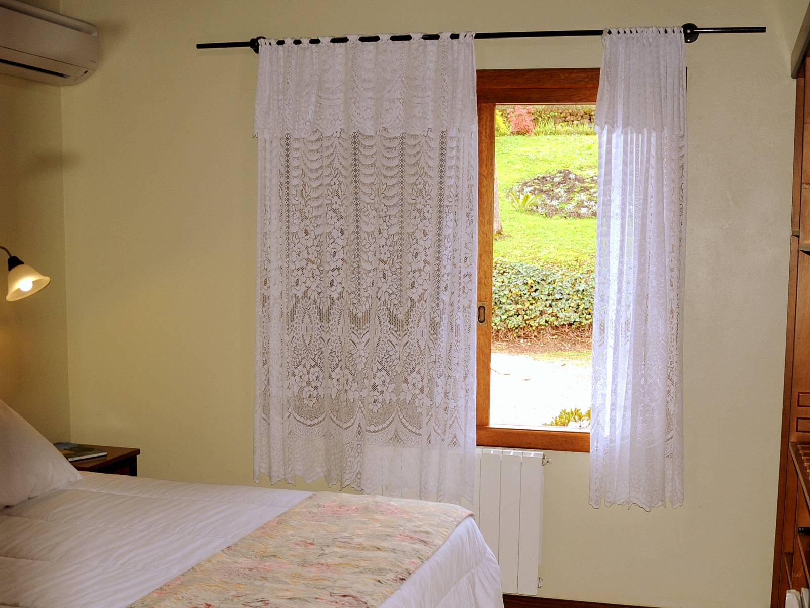 Bangalô Azaleia - Acomodações do Hotel Bangalôs da Serra em Gramado #CurtaSuaFamilia #HotelSustentavel #TurismoVerde #TravelersChoice #EcoLider #Gramado #SerraGaucha