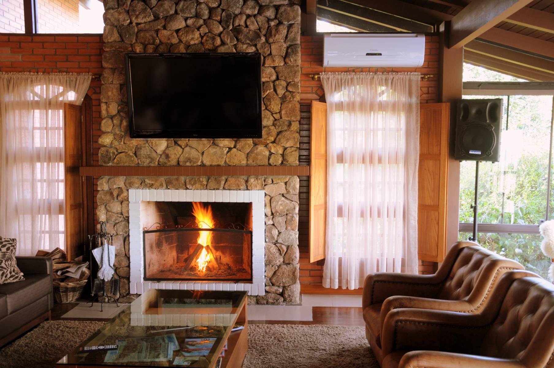Lareira - Hotel Bangalôs da Serra #CurtaSuaFamilia #HotelSustentavel #TurismoVerde #TravelersChoice #EcoLider #Gramado