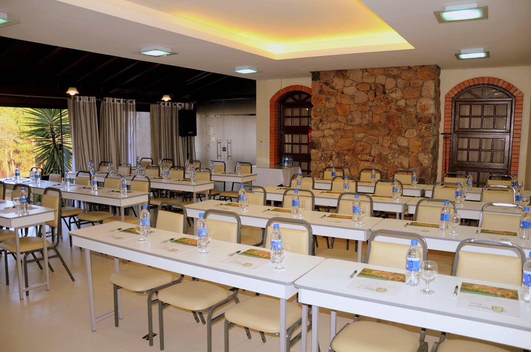Sala Reuniões - Eventos - Hotel Bangalôs da Serra #CurtaSuaFamilia #HotelSustentavel #TurismoVerde #TravelersChoice #EcoLider #Gramado
