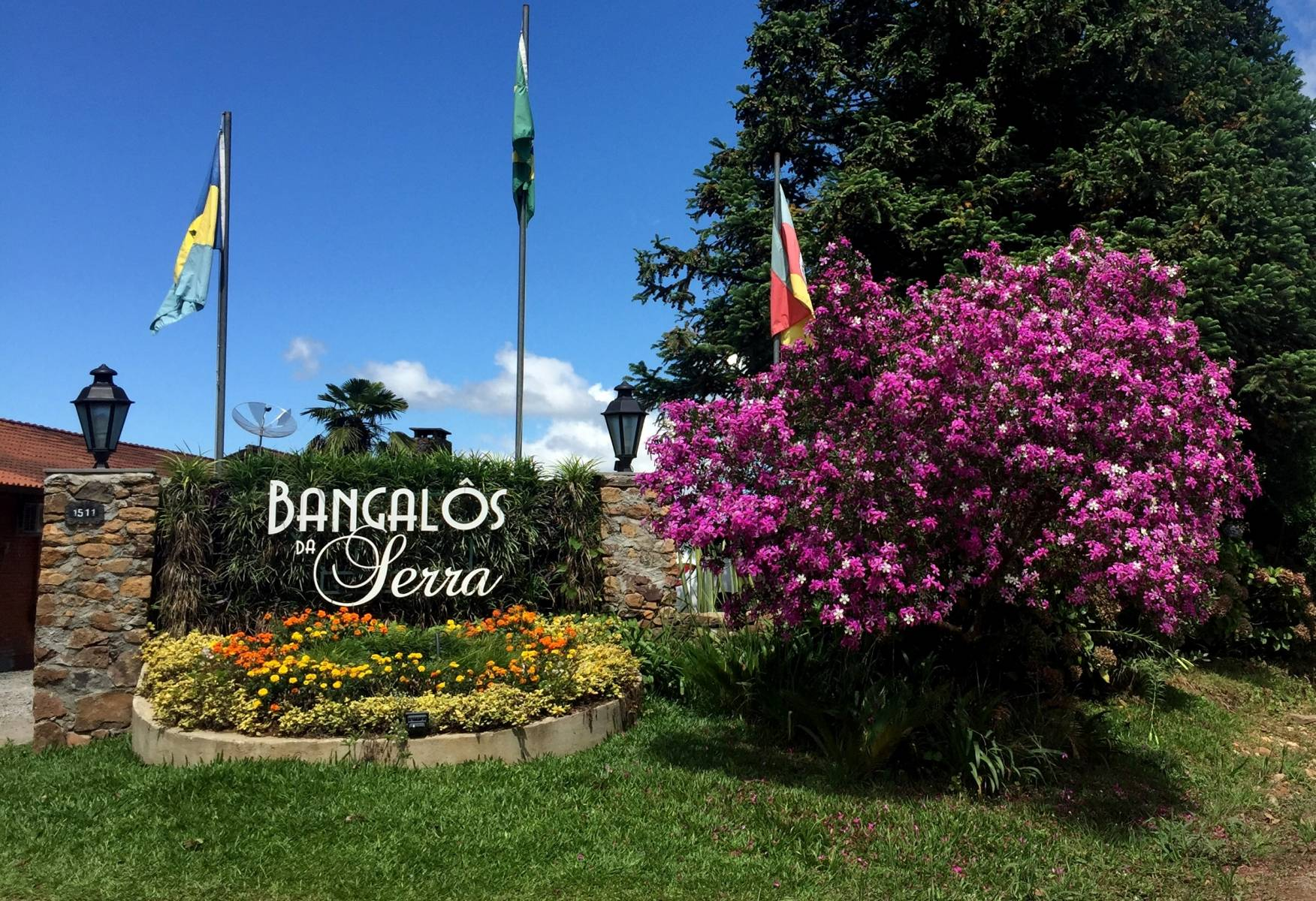 Entrada - Hotel Bangalôs da Serra #CurtaSuaFamilia #HotelSustentavel #TurismoVerde #TravelersChoice #EcoLider #Gramado