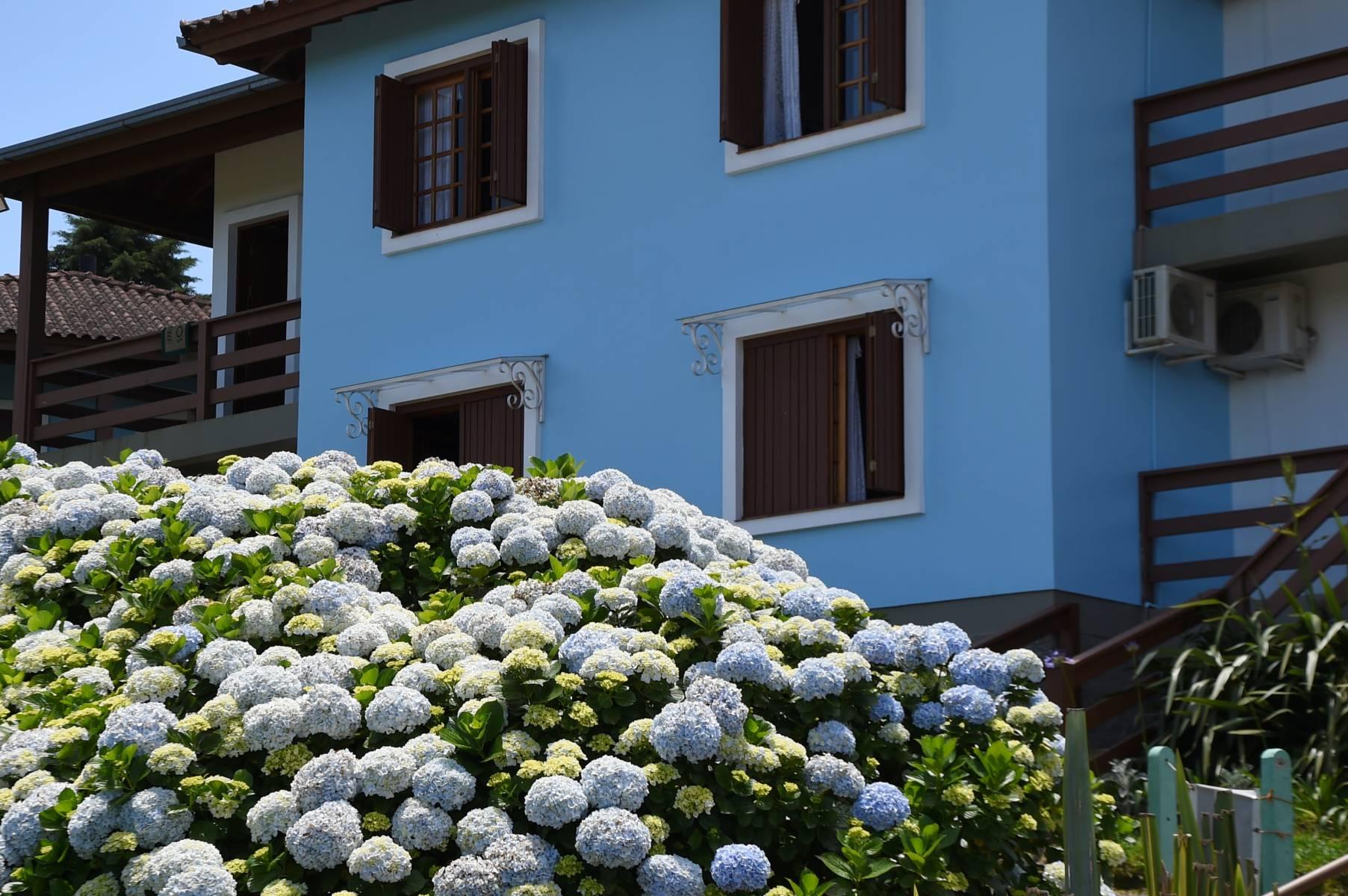 Bangalô Hortênsia - Acomodações do Hotel Bangalôs da Serra em Gramado #CurtaSuaFamilia #HotelSustentavel #TurismoVerde #TravelersChoice #EcoLider #Gramado #SerraGaucha