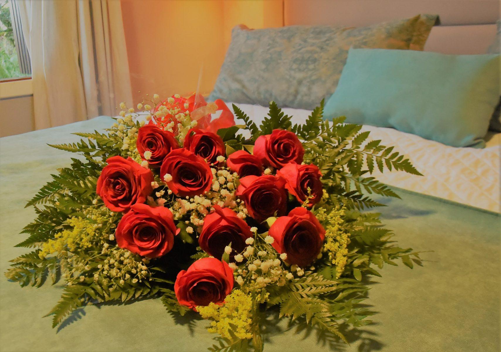 Ramalhete de Rosas - Casal no Hotel Bangalôs da Serra de Gramado na Serra Gaúcha