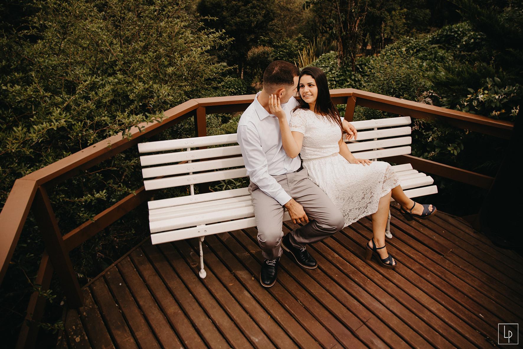 Larissa Prado - Fotografa - Casal nos Jardins do Hotel Bangalos da Serra de Gramado